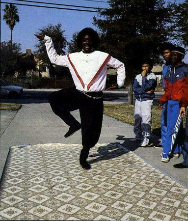 "Ricki Sanders ""pops"" a King Tut pose. / photo by Tom Comeau"